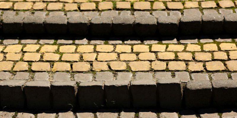 schody z kostki brukowej